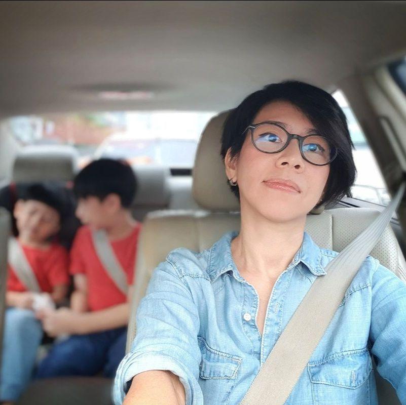 parent driving kids